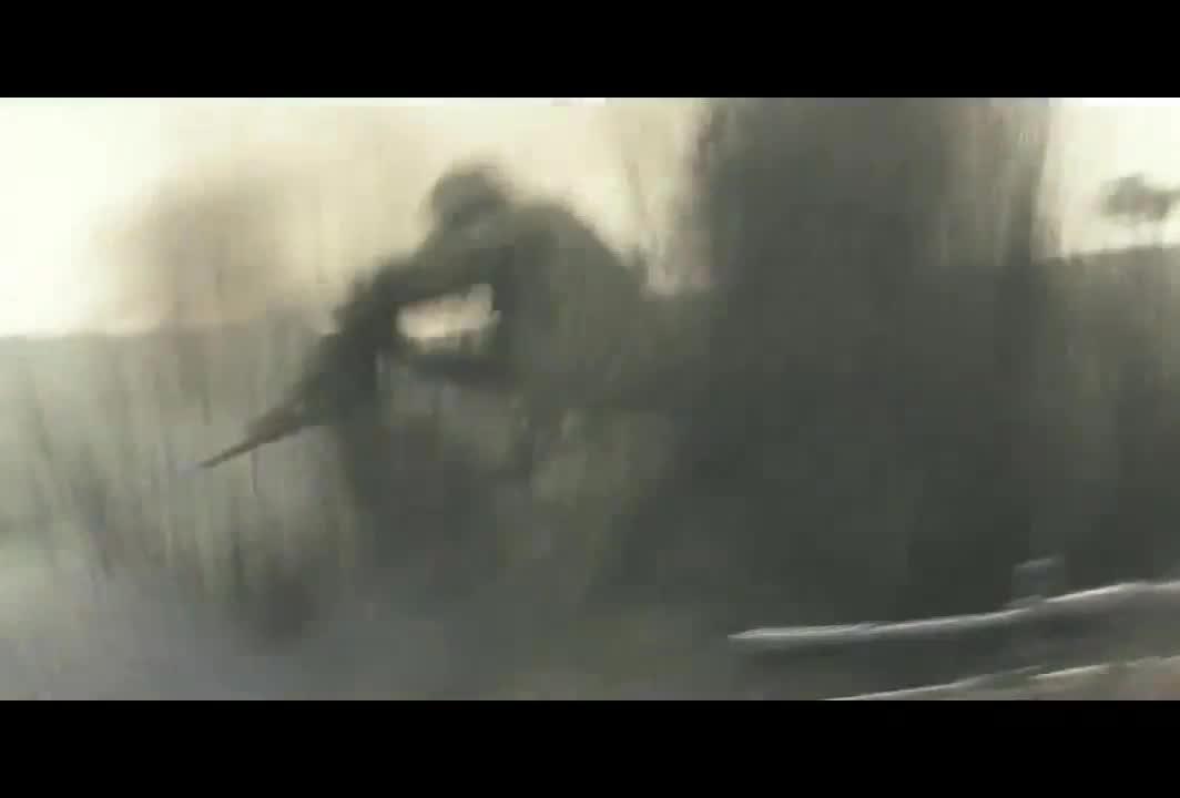 真实的战场就是这样,到处被轰炸,非常真实!