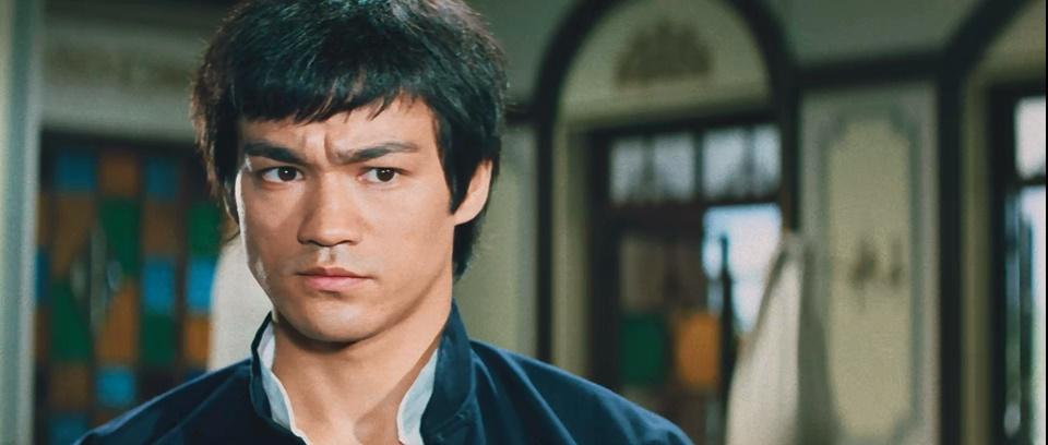 #经典看电影#华人与狗不得入内,李小龙偏偏不信邪,不服就干!