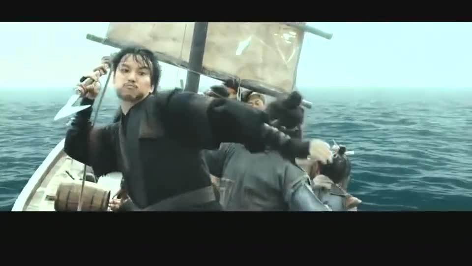 #电影迷的修养#土匪出海当海盗,没想到抓了头鲨鱼当马达