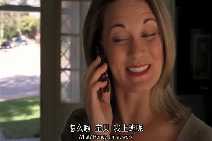 女子正在打电话,一男子闯入,直接用刀痛死女子!