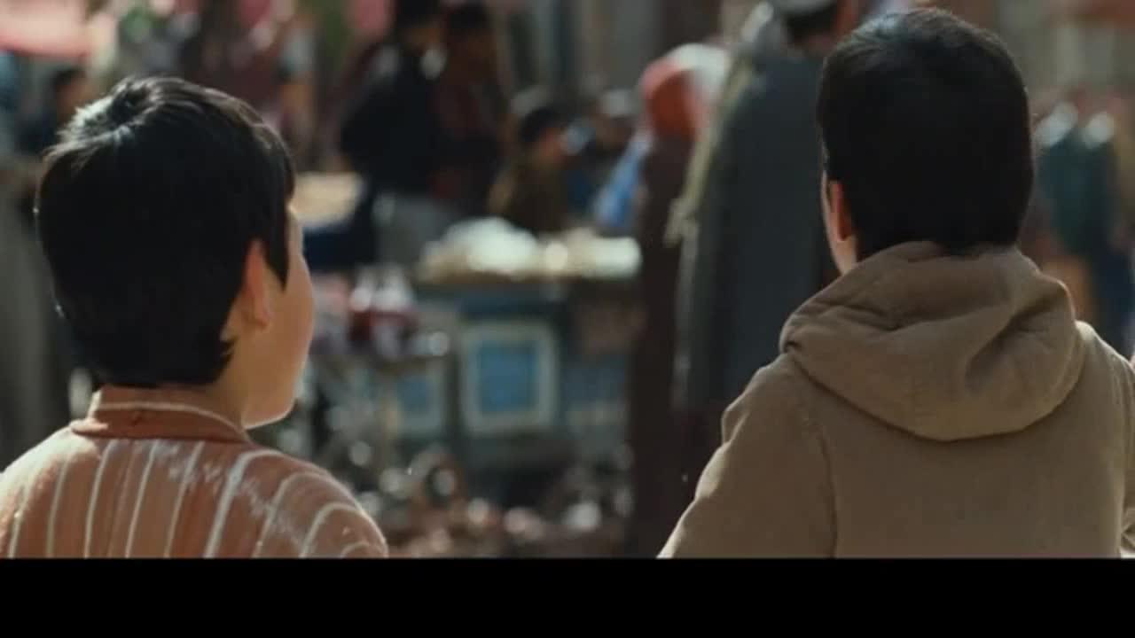 """#经典看电影#《追风筝的人》斗风筝比赛,经典台词:""""为你,千千万万遍!"""""""