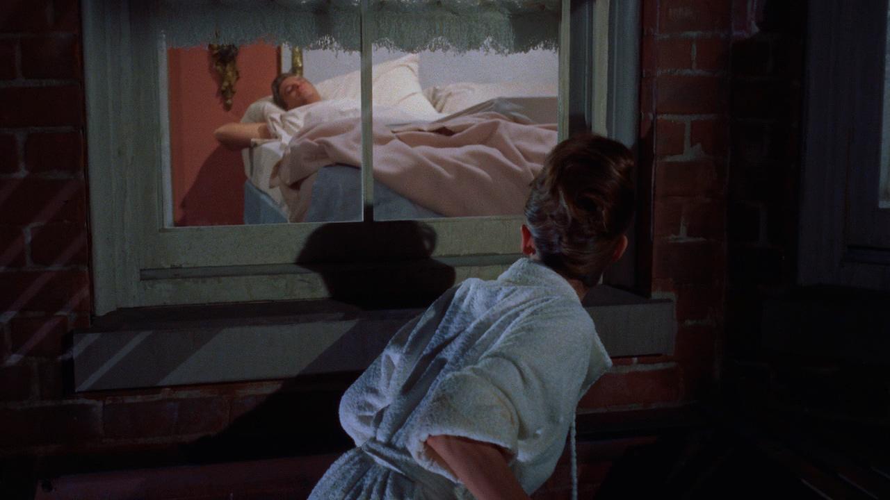#经典看电影#美女贼去帅邻居家盗窃,却偷了一件意想不到的东西……