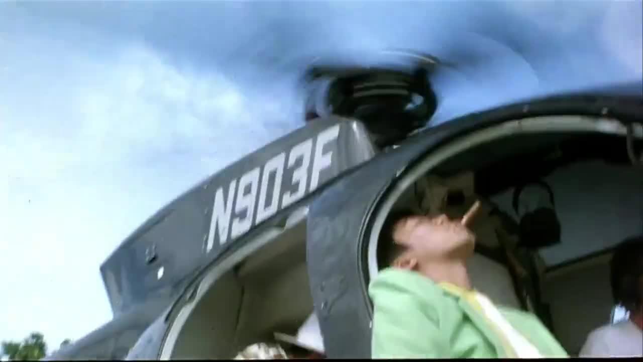 #电影迷的修养#周星驰从飞机上扔下一个冰淇淋,竟然掉到了这里,看了十遍还想笑