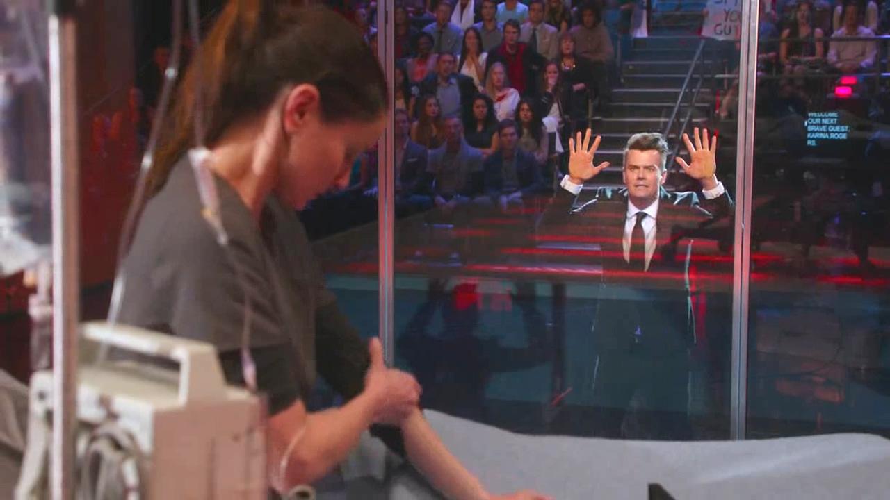 #经典看电影#把人关在台上,观看他们自我毁灭的表演,台下的观众却在大笑