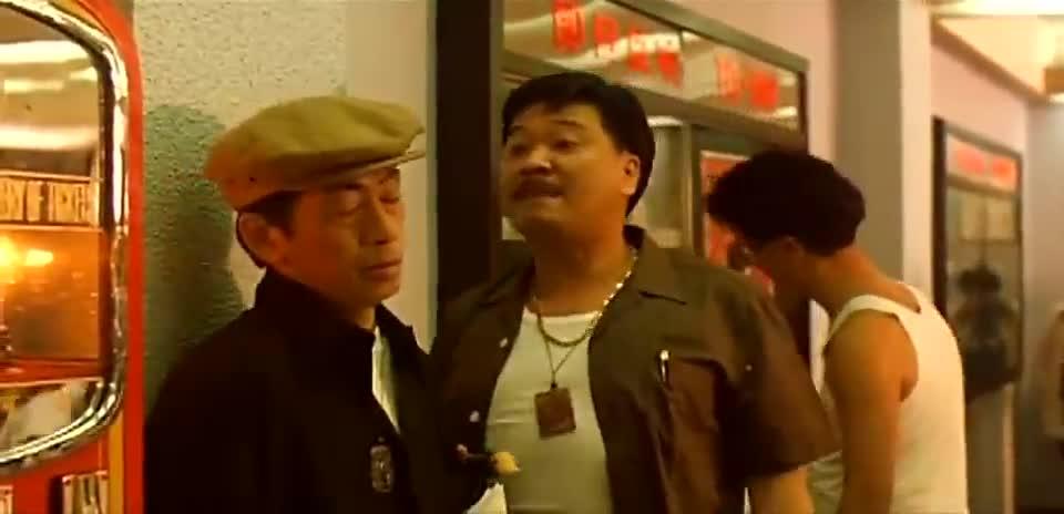 吴孟达在警局欺负小混混,晚上和儿子出去被人报复