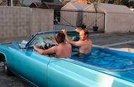最奇葩的小车,驾驶室全是水,怎么加油、刹车啊?