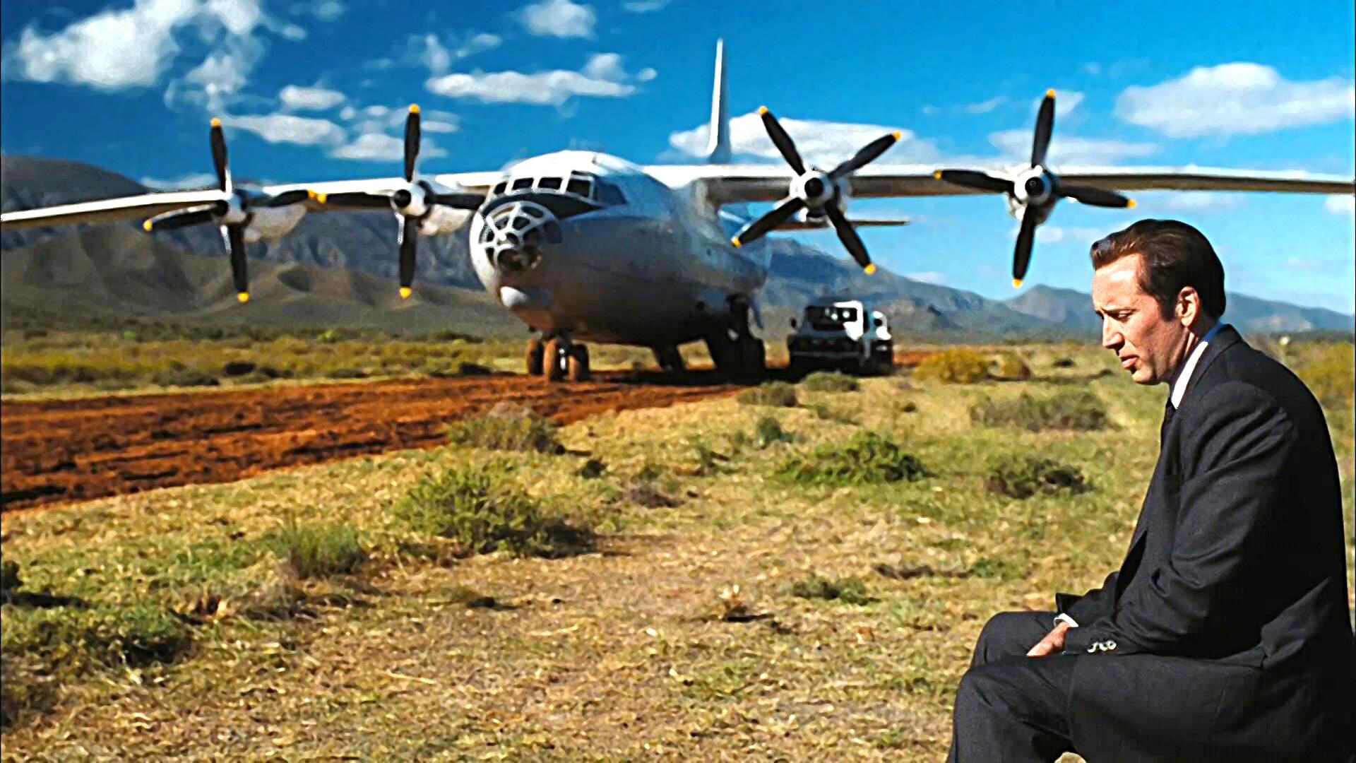 #经典看电影#非法运输一飞机的军火被战机要求降落,军火贩该如何是好