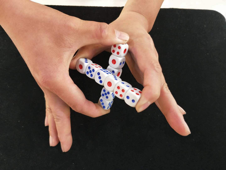 #魔术教学#为什么骰子可以互相穿越?这是我见过最厉害的魔术,揭秘后真简单