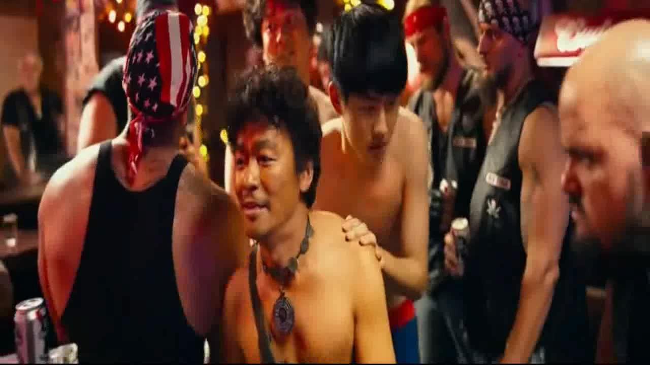 #经典看电影#王宝强混美国黑帮,看样子比较惨