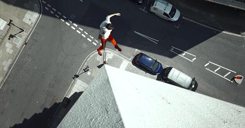 #经典看电影#让人手心冒汗的荷尔蒙短片《城市摇摆者》