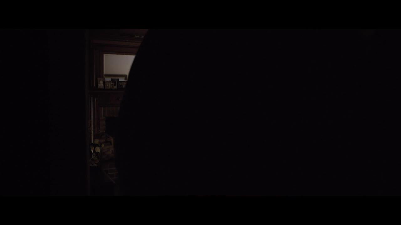 暗黑之地:女主在童年时遭遇了惨绝人寰的灭门谋杀