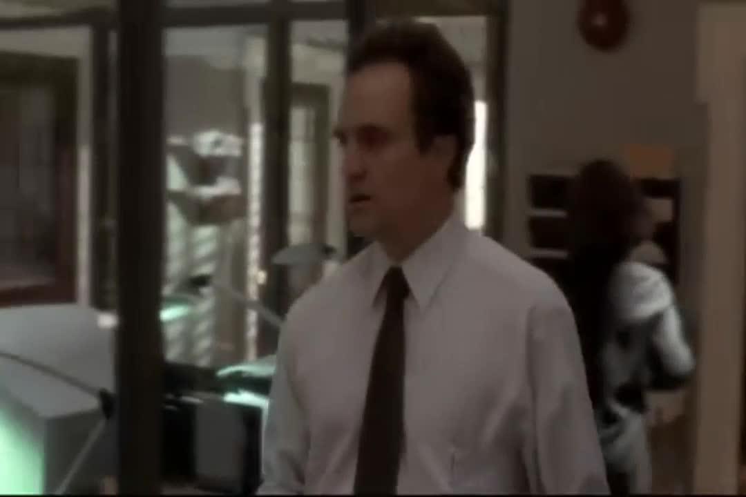 巴特勒总统突然失去知觉昏倒在椭圆形办公室的地上
