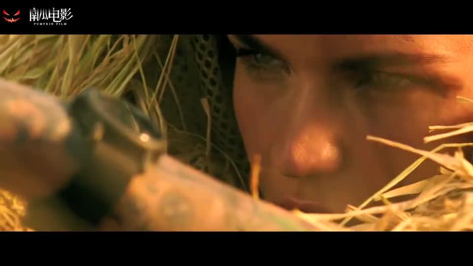 #经典看电影#极限特工一群人想猎狮子,美女在远处一把狙一枪一个