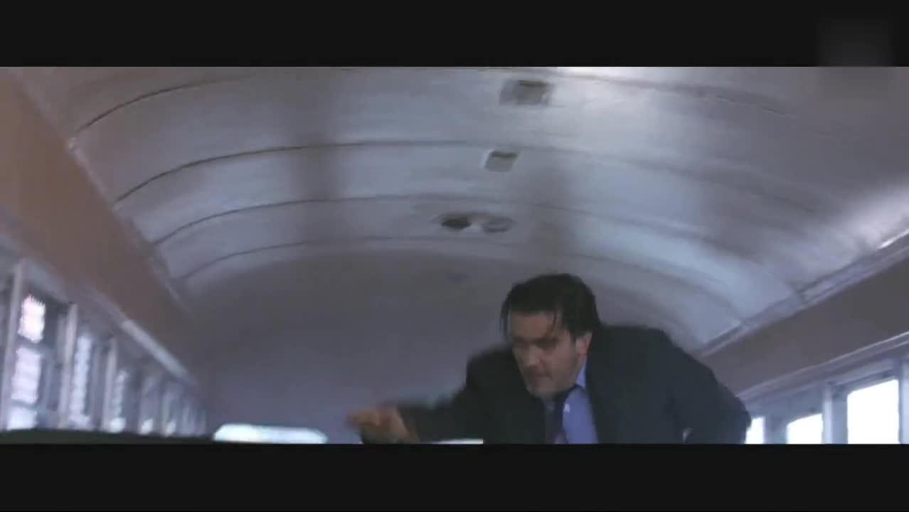 这次特工终于用上重火力了榴弹炮对射,直接送上天!机车街头狂飙