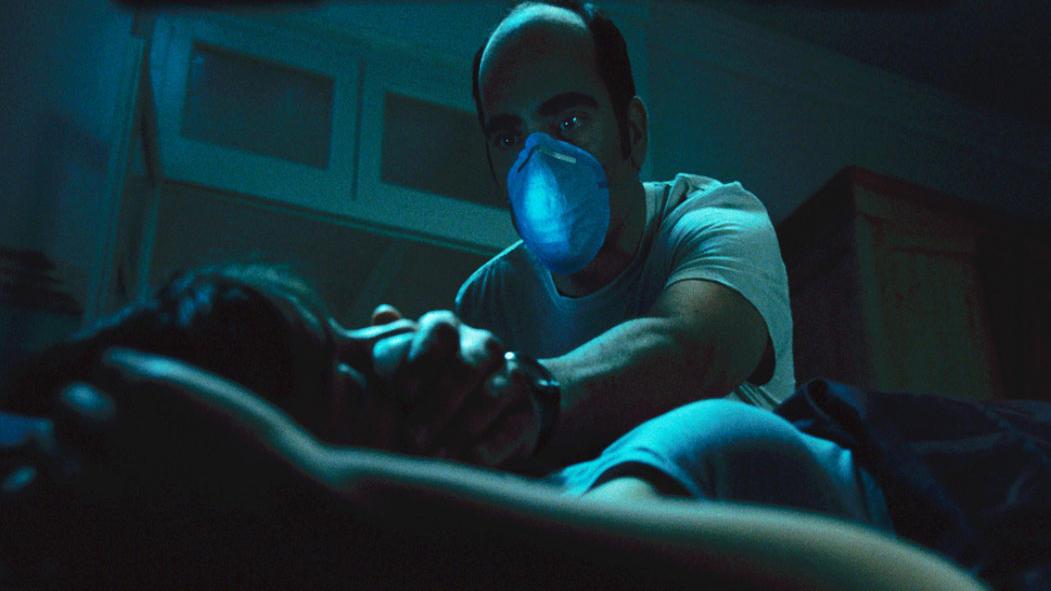 #电影解说#楼下的秃头宿管每晚潜进独居女客的房间,用药物将她们迷晕