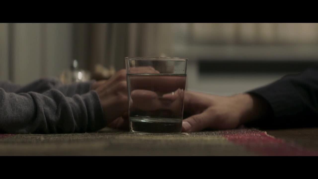 小伙喝了口水后,发现杯子上有血,立马被送去了医院