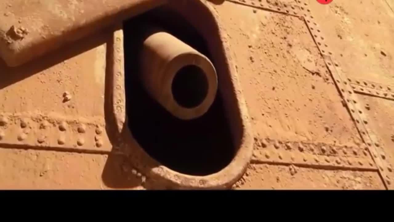 #经典看电影#沙漠中的古董级巨炮击落现代直升机,威力依然不减