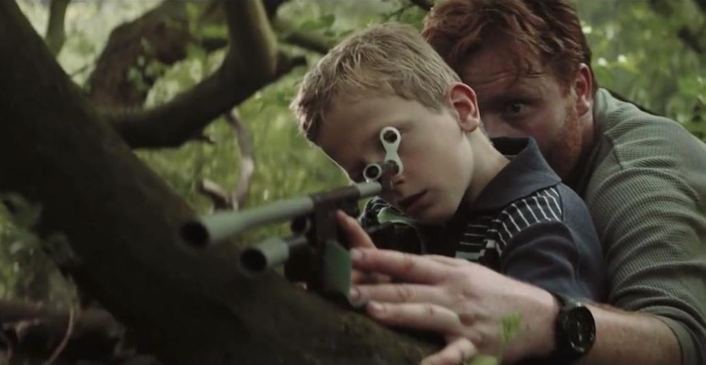#惊悚看电影#男人意外加入邻居小男孩们的游戏枪战中,结果却越玩越认真