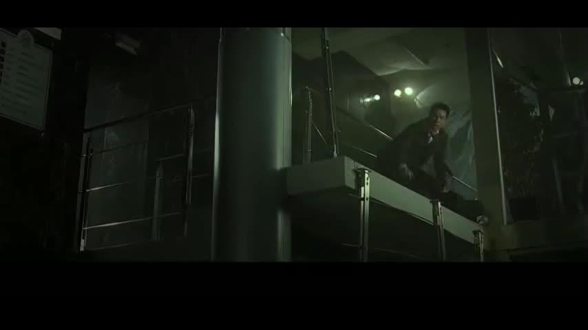 #经典看电影#男儿本色:一袋炸弹扔了过来,整栋楼都要炸没了