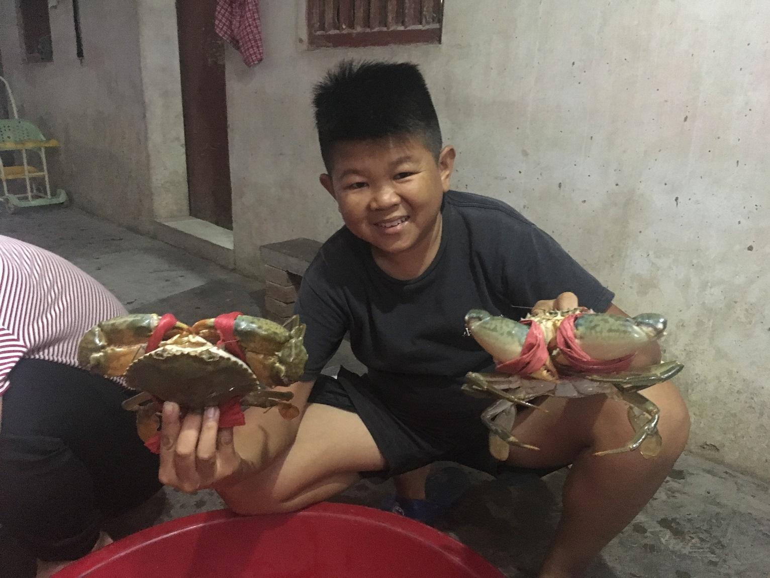 鲜香满溢,小六献上肥美大闸蟹招待远道而来的网友,走心了