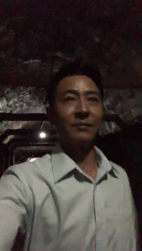 #这个视频666#郭晓峰:黎叔拍《大路朝天》时,饰演的唐真红进隧道视频