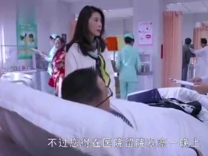 #热映新片#男友中风躺在病床上,女友却惦记着出国旅游,气的男友要跟她分手