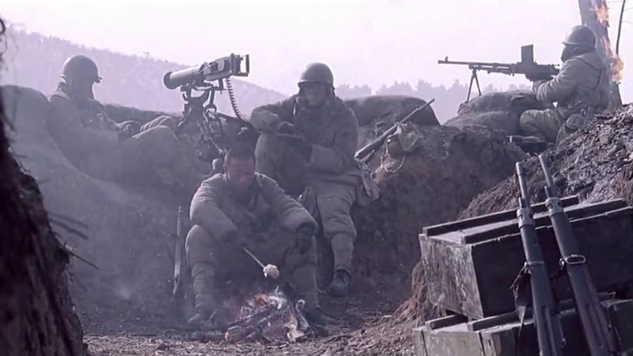 #电影片段#谷连长让把死去兄弟的尸体,都拉到煤窑里,不让被敌人破坏