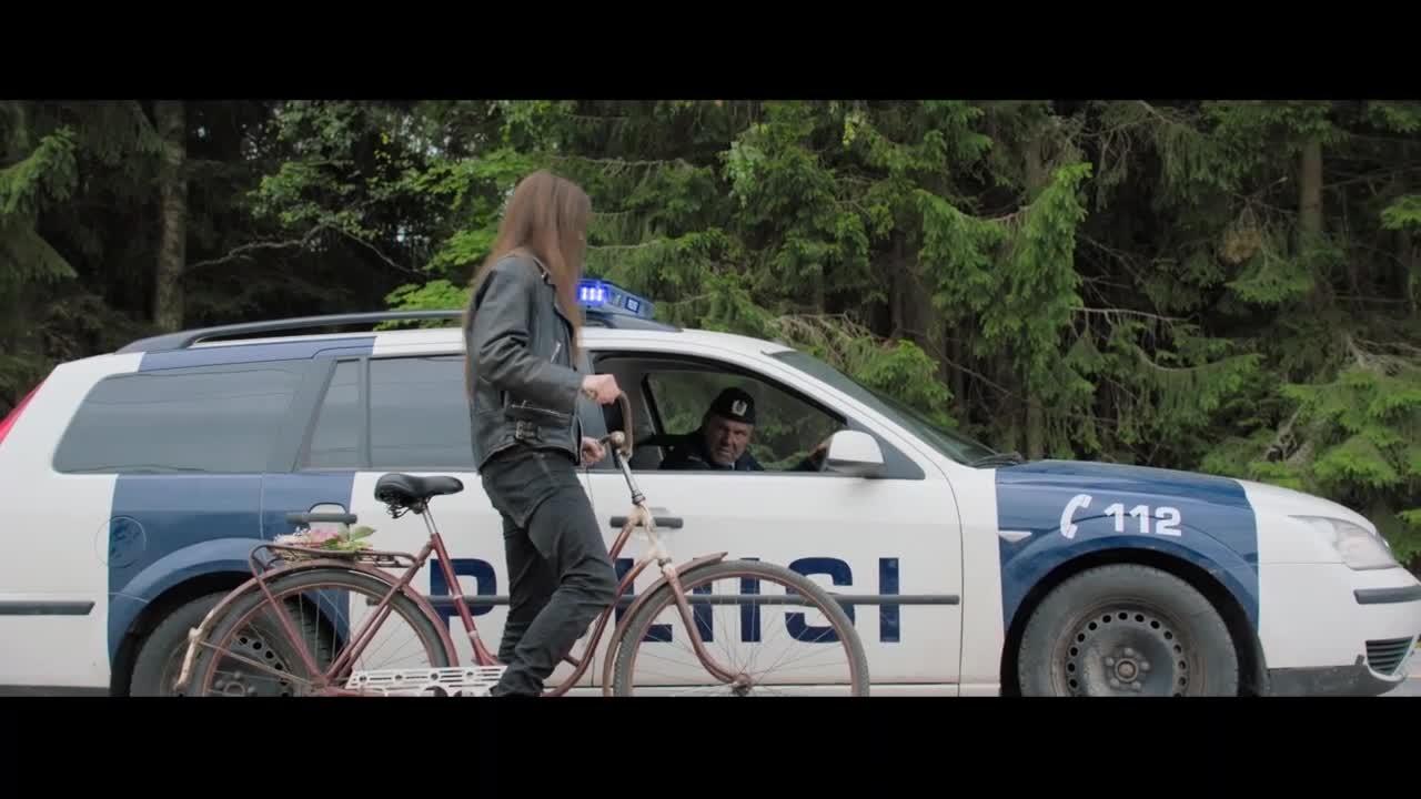 男子被警车追,店主父亲警告男孩别痴心妄想,开车愤然离去