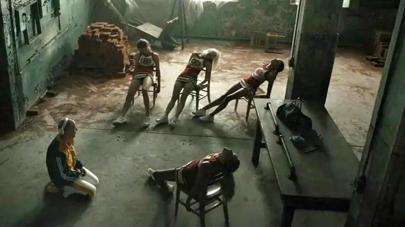 #惊悚看电影#男子进化出野兽人格,绑架4个女孩,还准备吃掉她们!