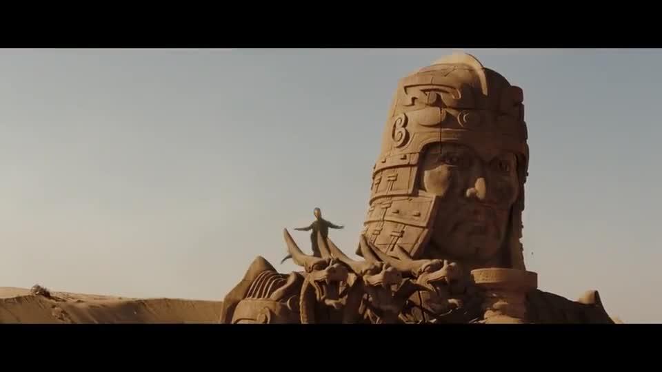 #经典看电影#三头巨龙飞到石像上,变成人后拔剑放话,让地下的兵马俑醒来了