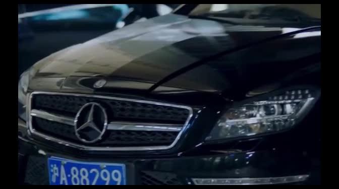 #经典看电影#发现自己豪车被破坏,年轻总裁的做法堪称霸气,简直任性