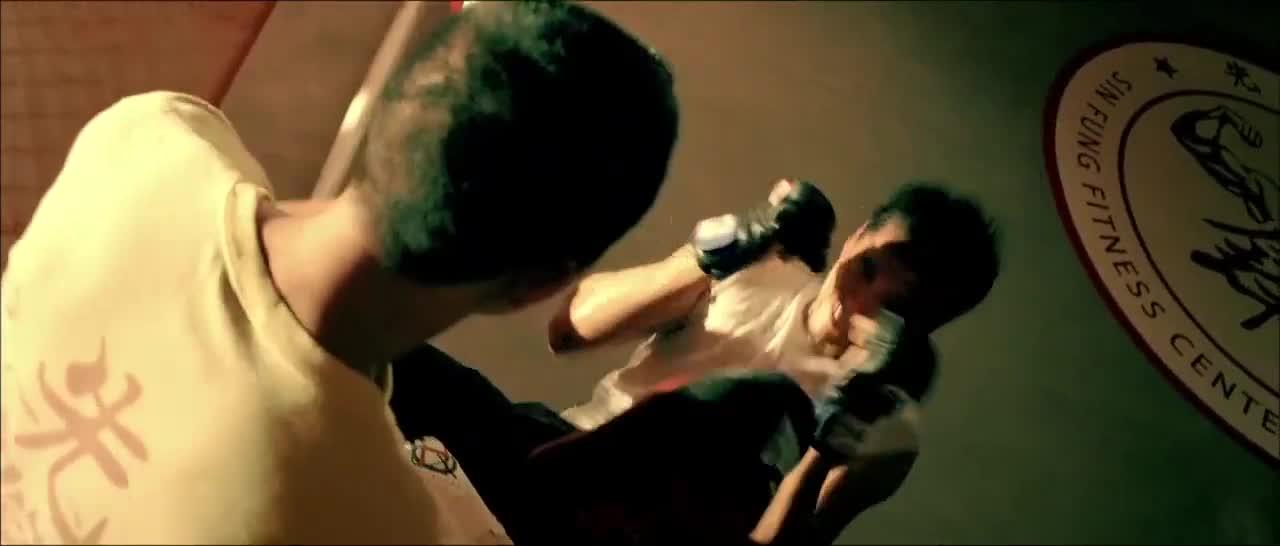 男子为了参加拳击比赛,每天魔鬼训练,这肌肉练的
