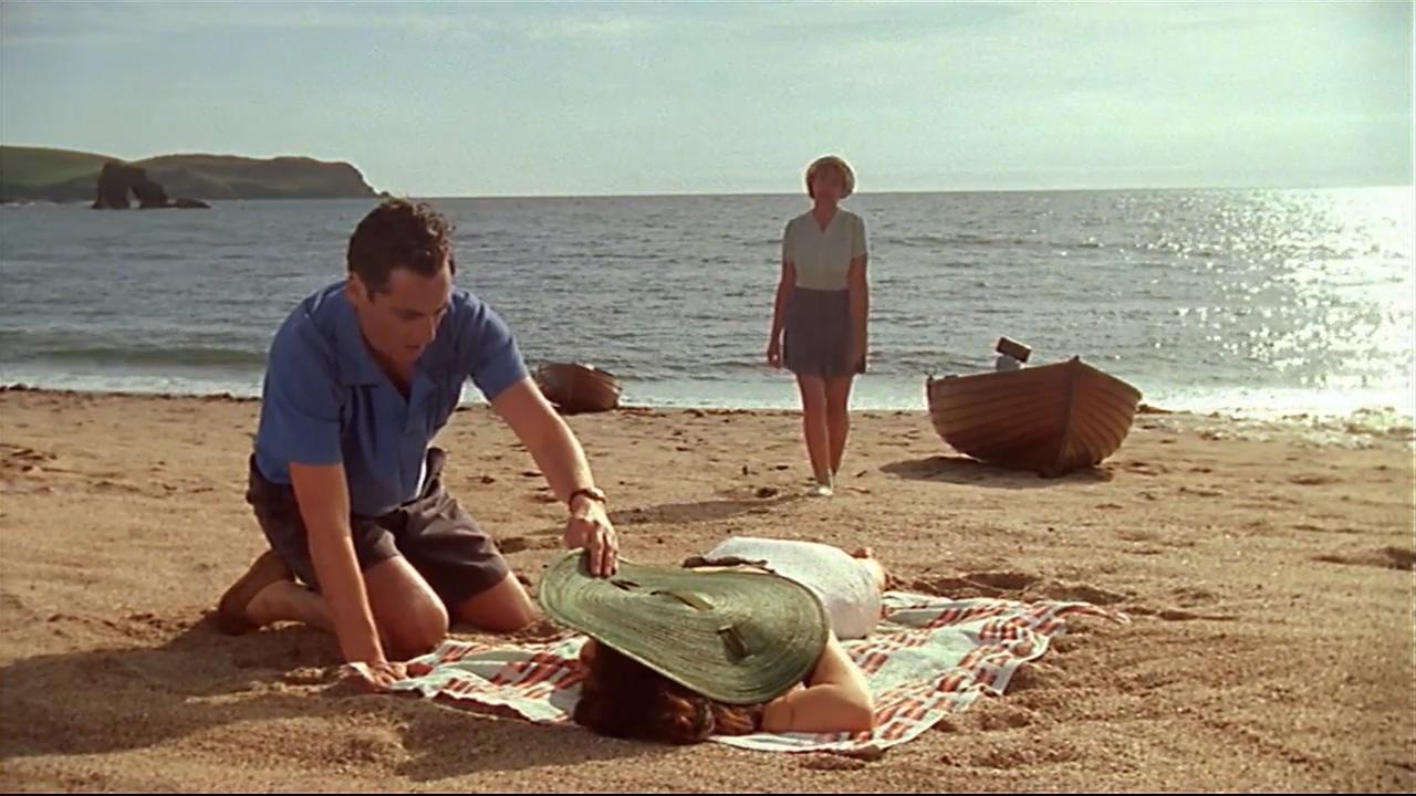 #经典看电影#女明星旅游时惨遭谋杀,凶手的作案手法堪称天才《阳光下的罪恶》