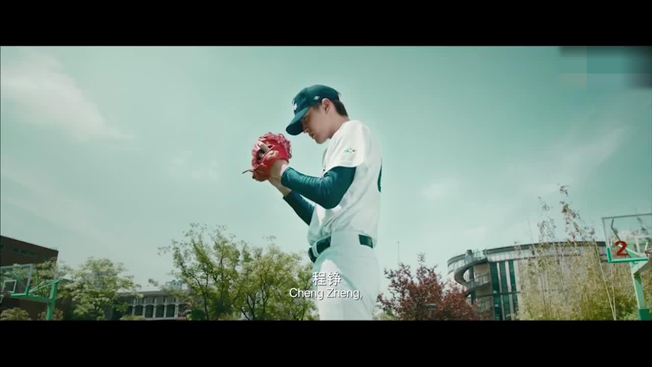 为打棒球的选手加油,为班级集体做贡献,女生都在犯花痴