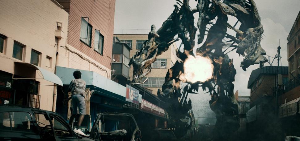 #电影最前线# 5分钟看完科幻电影《铁甲战神》,非洲科学家打败了外星人
