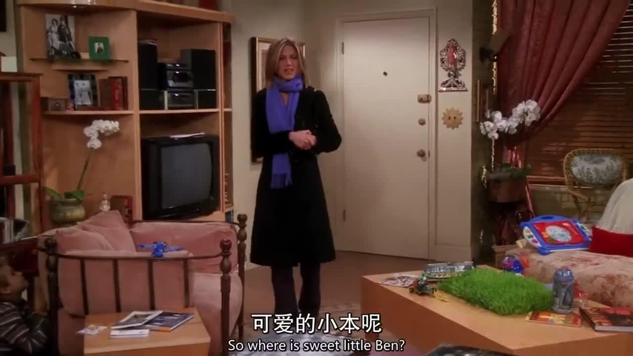 围巾女子被邀请进屋,主人准备咖啡招待,原来是来找小男孩
