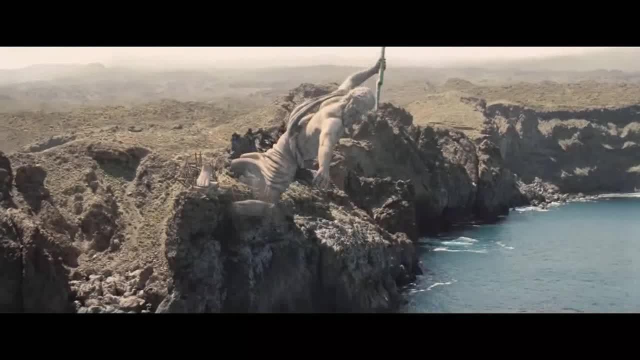 小伙刚行驶到一个岛上,却看到了这一幕,真吓人