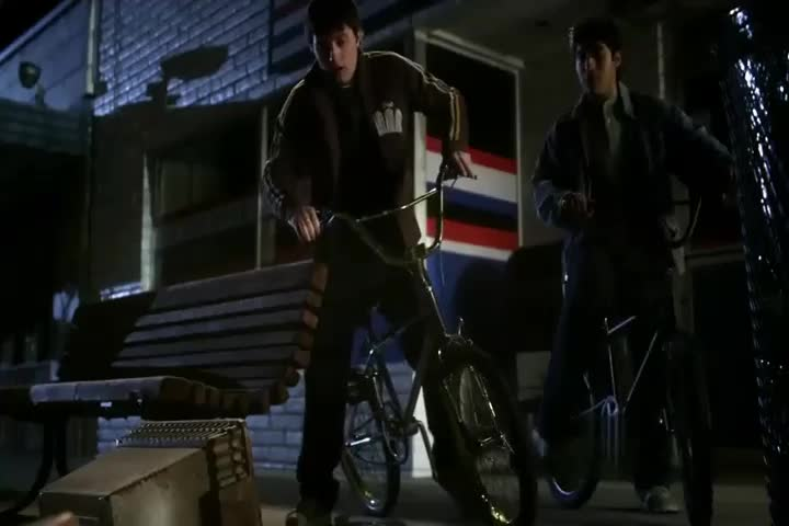 男子被人砍下头颅,丢进垃圾桶,男孩无意发现被吓坏!