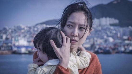 #经典看电影#母亲为了救病危女儿,不惜去做应召女卖身,却遭到黑心医生欺凌!