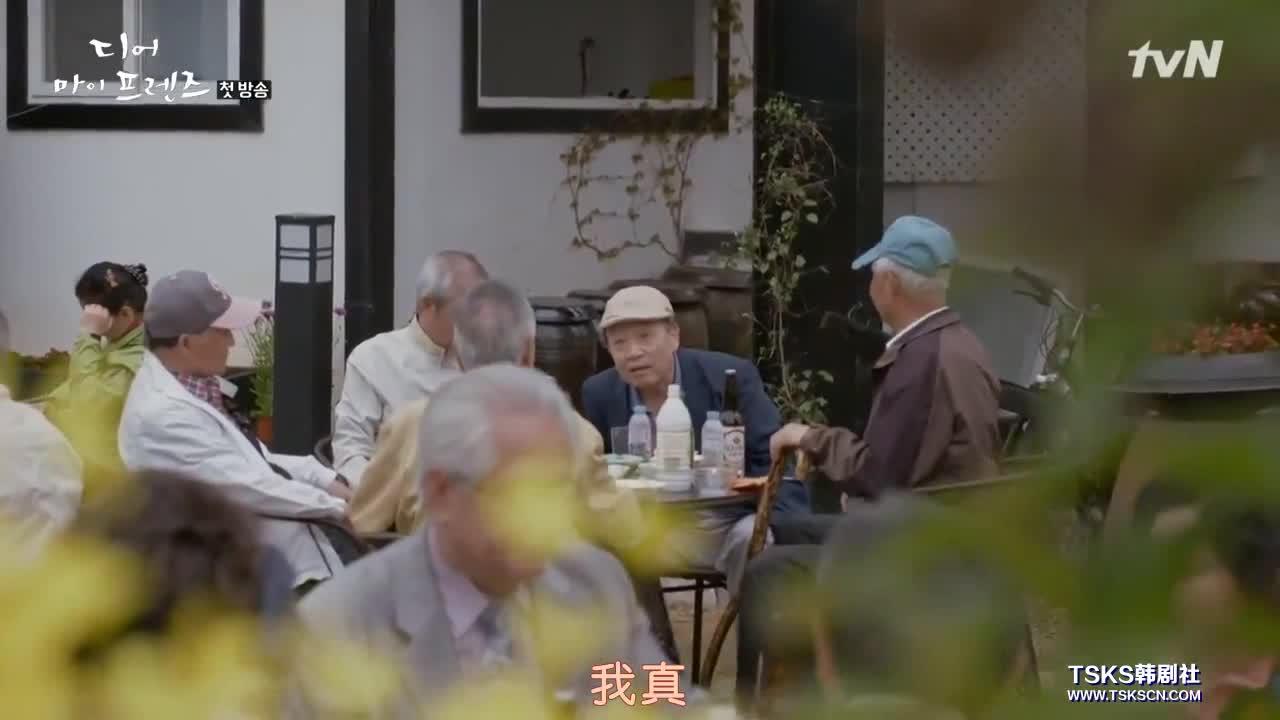 他们也善意地笑话一直未婚的吴忠楠虽然一把年纪了。