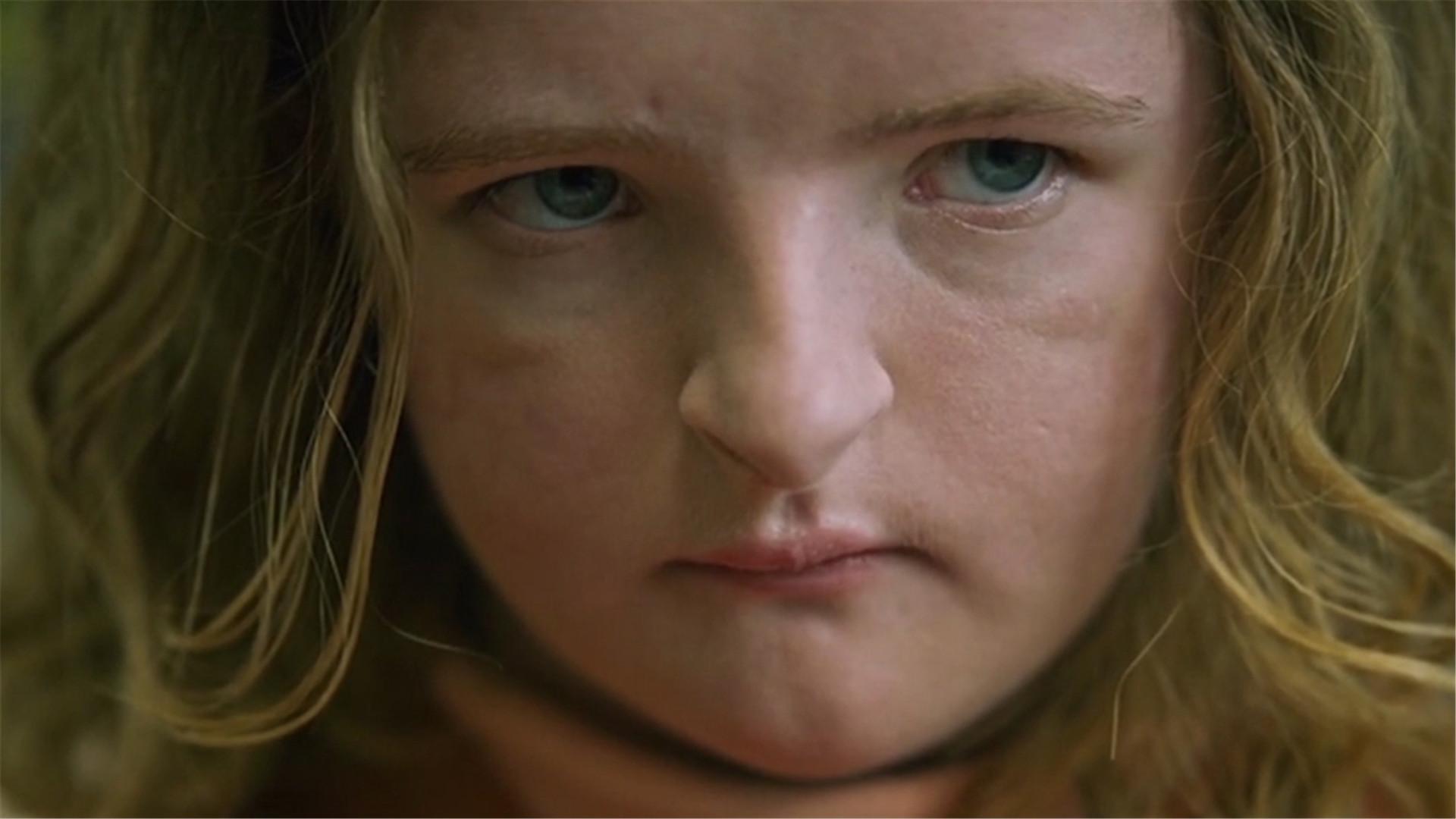 #惊悚看电影#近期高评分的恐怖电影《遗传厄运》,看这小女孩的鼻子我都害怕