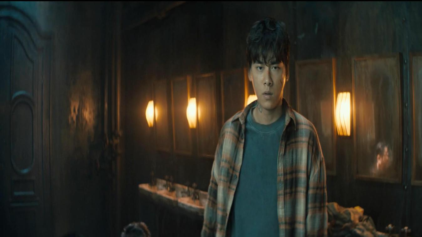 #电影最前线#李易峰参加死亡游戏,心机队友耍无赖,看他机智应对