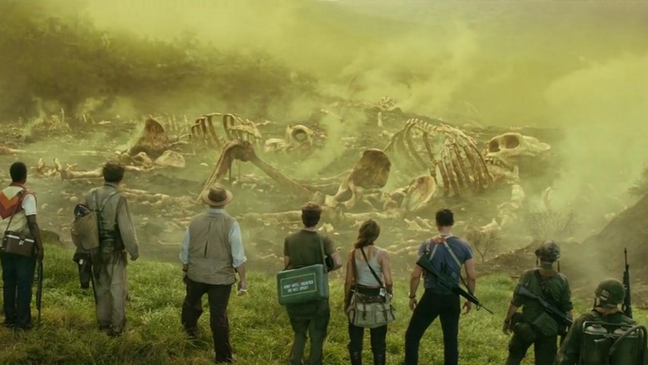 #经典看电影#一部经典电影,科学家在一座小岛上,发现巨型骸骨!