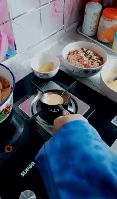 真是高手在民间,第一次知道还能这样做蛋饺,真是人才!