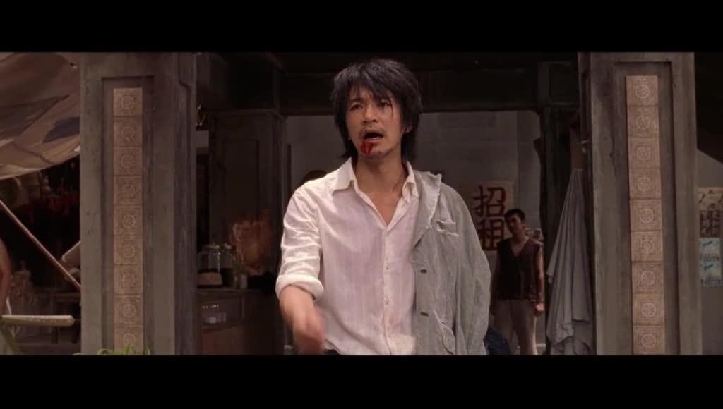 小混混跑到卧虎藏龙的地方敲诈勒索,被种田大婶打得吐血!