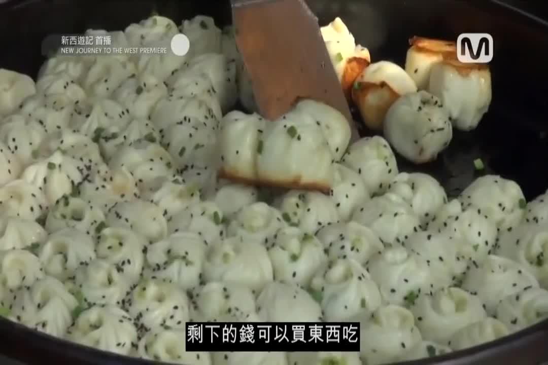 姜虎东李秀根买生煎包看起来很好吃的样子,慢慢的食欲