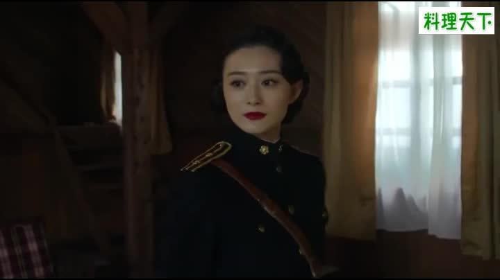 #经典看电影#女特工被日军大佐软禁后说外语,伪军女队长识破她会讲中文!