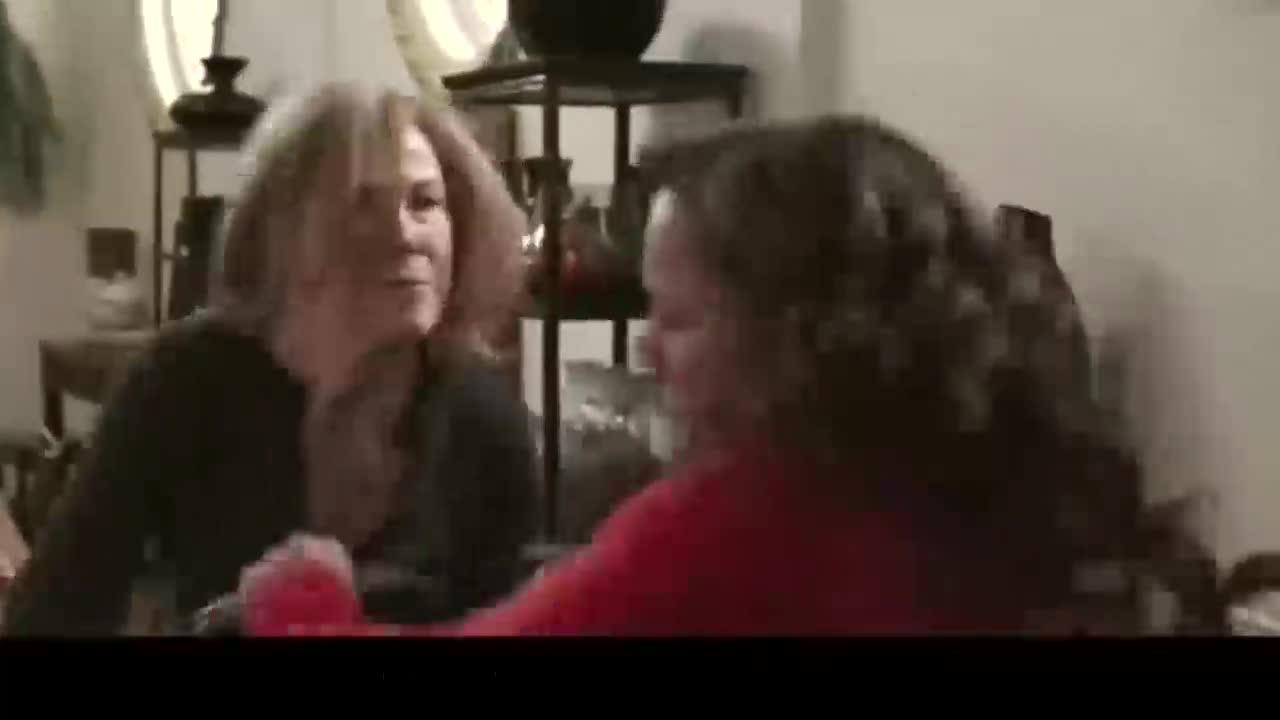 长了猪鼻子的女人不顾形象大吃大喝,被老妈训斥后争吵
