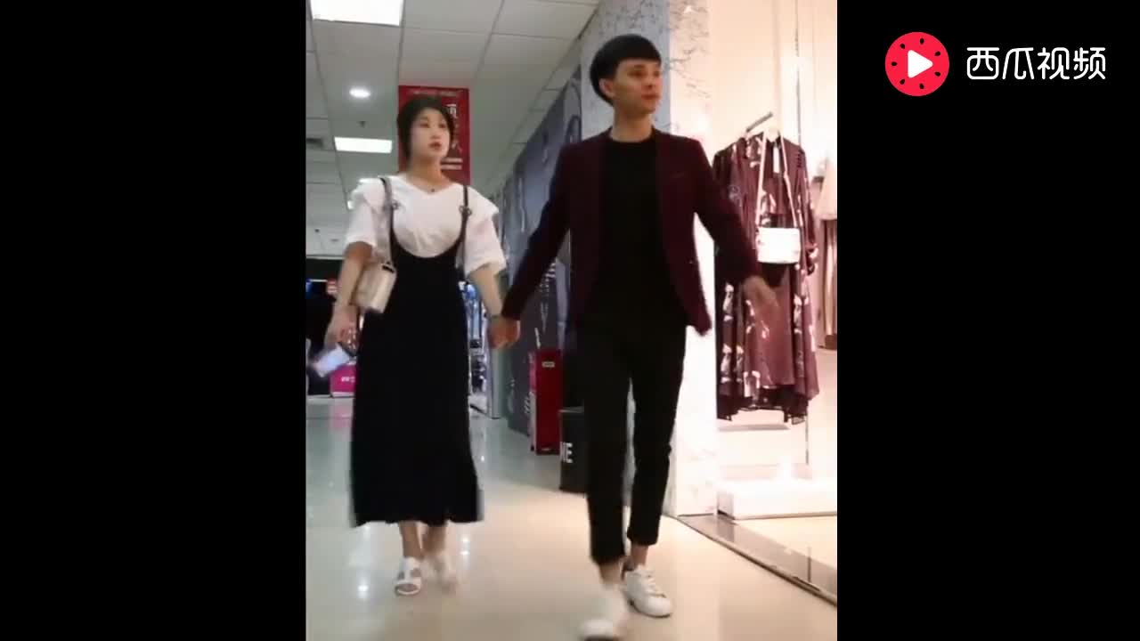 男子带女友去商城买了件衣服,出来就认定女友是物质女,提出分手