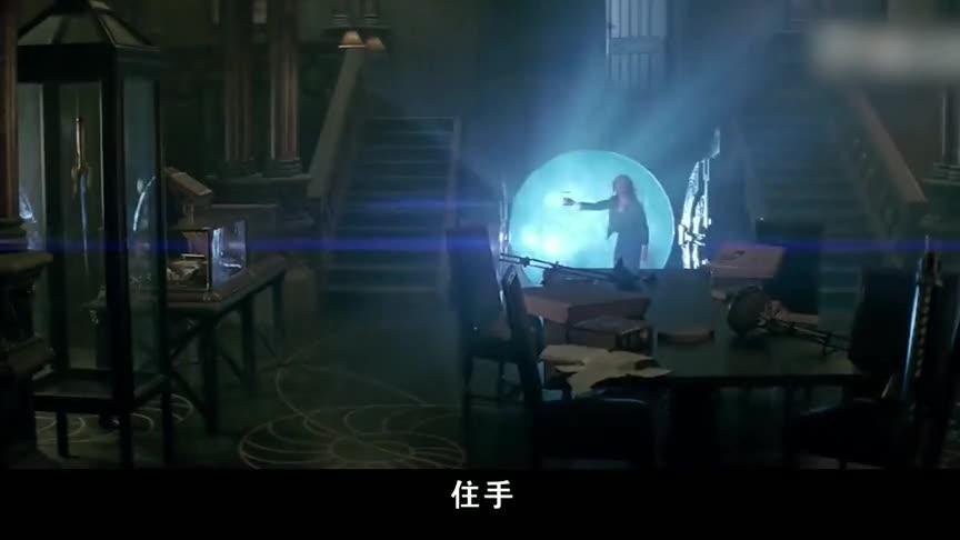 瓦伦丁十分气愤,想要杀了杰斯,危急时刻被克莱瑞救下